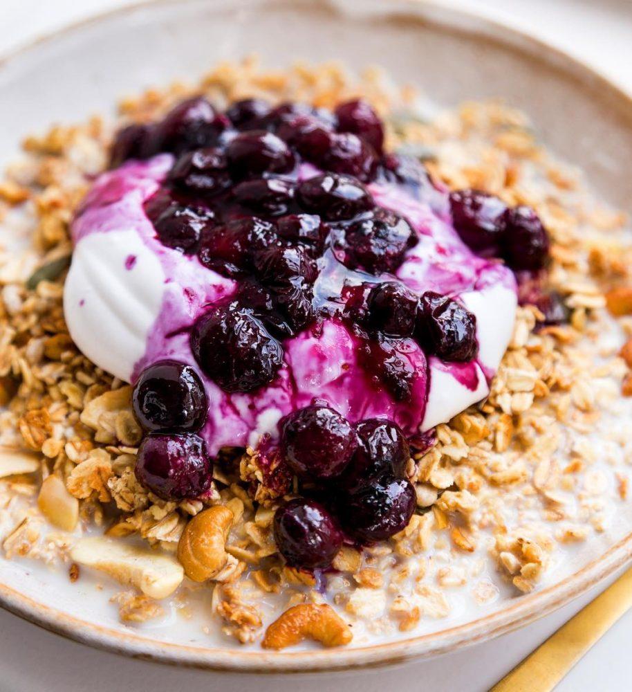healthy oatmeal with yogurt and berries