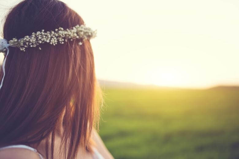 empath traits / young woman outdoors