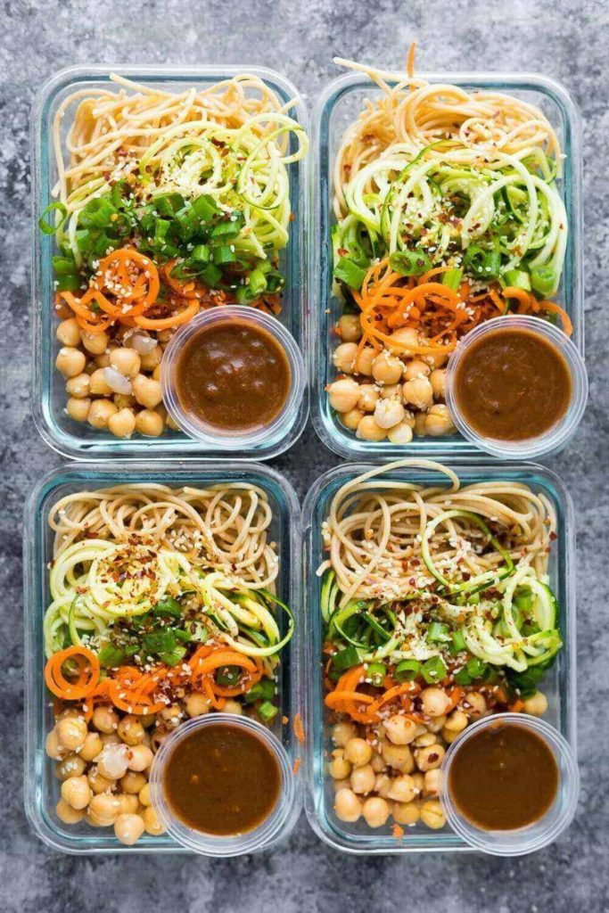 healthy lunch ideas: vegan spiralized vegetables and chickpeas