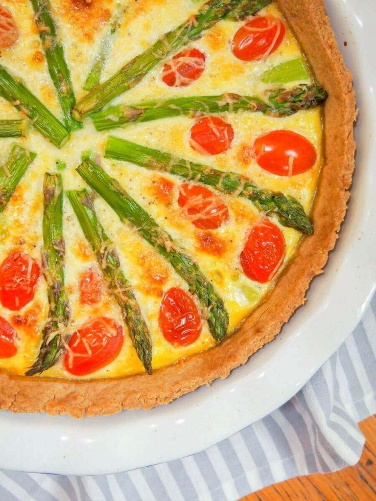 healthy lunch ideas: tomato asparagus quiche