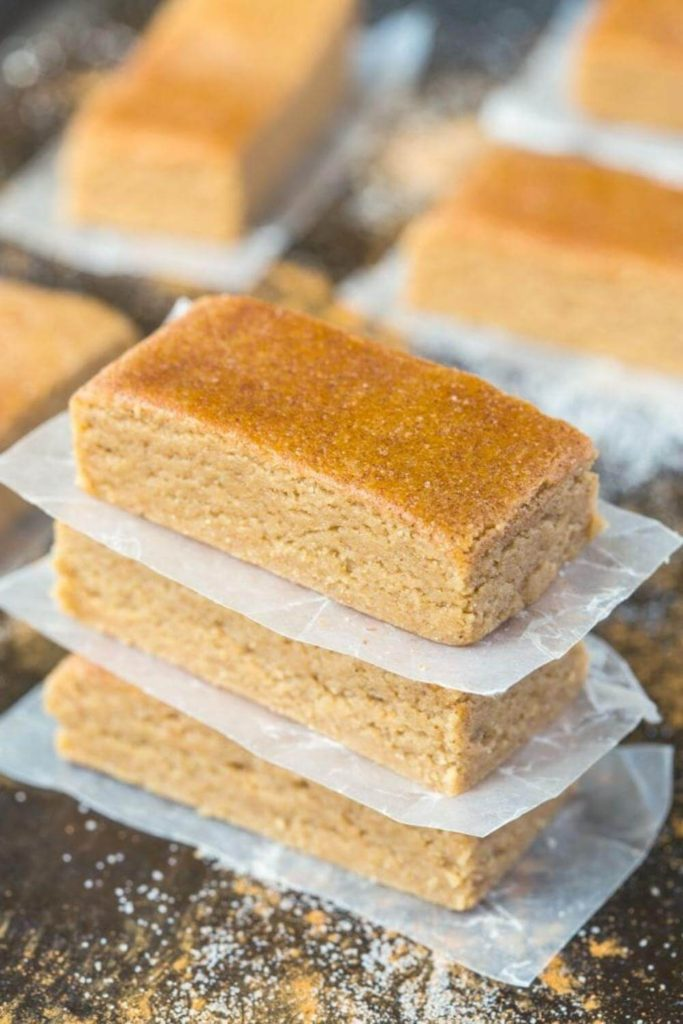 high protein snack recipes / no bake apple pie protein bars