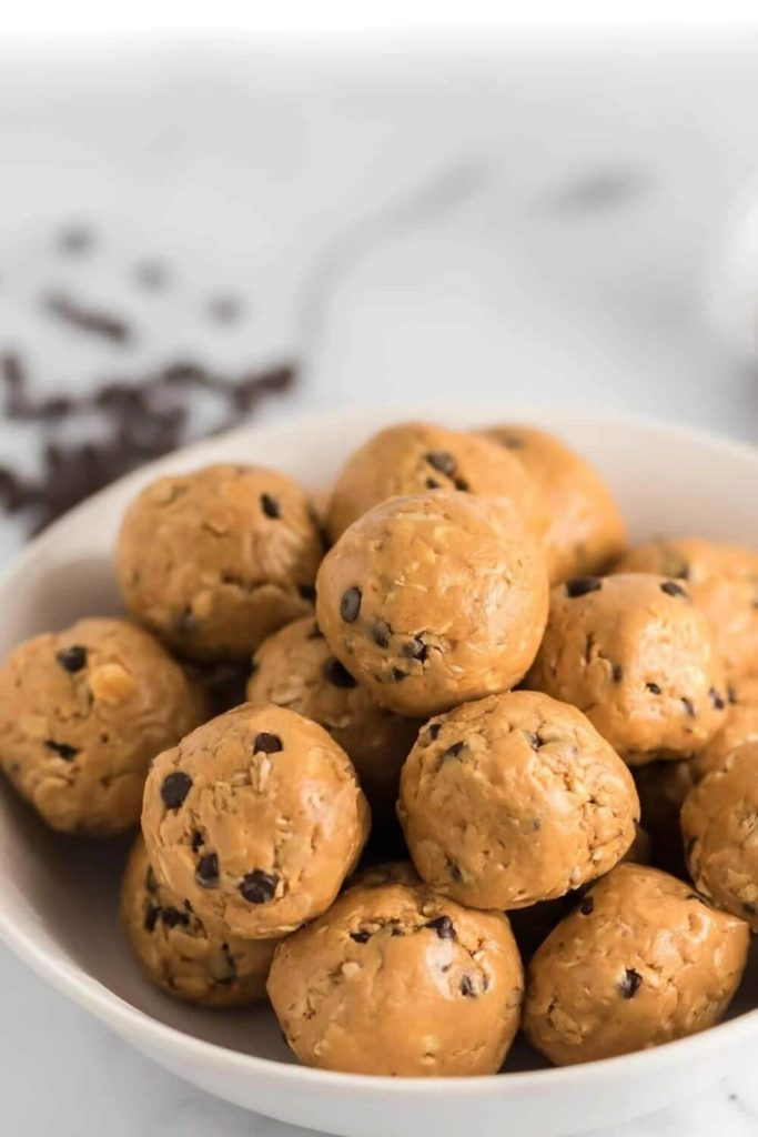 high protein snack recipes / no bake peanut butter energy balls