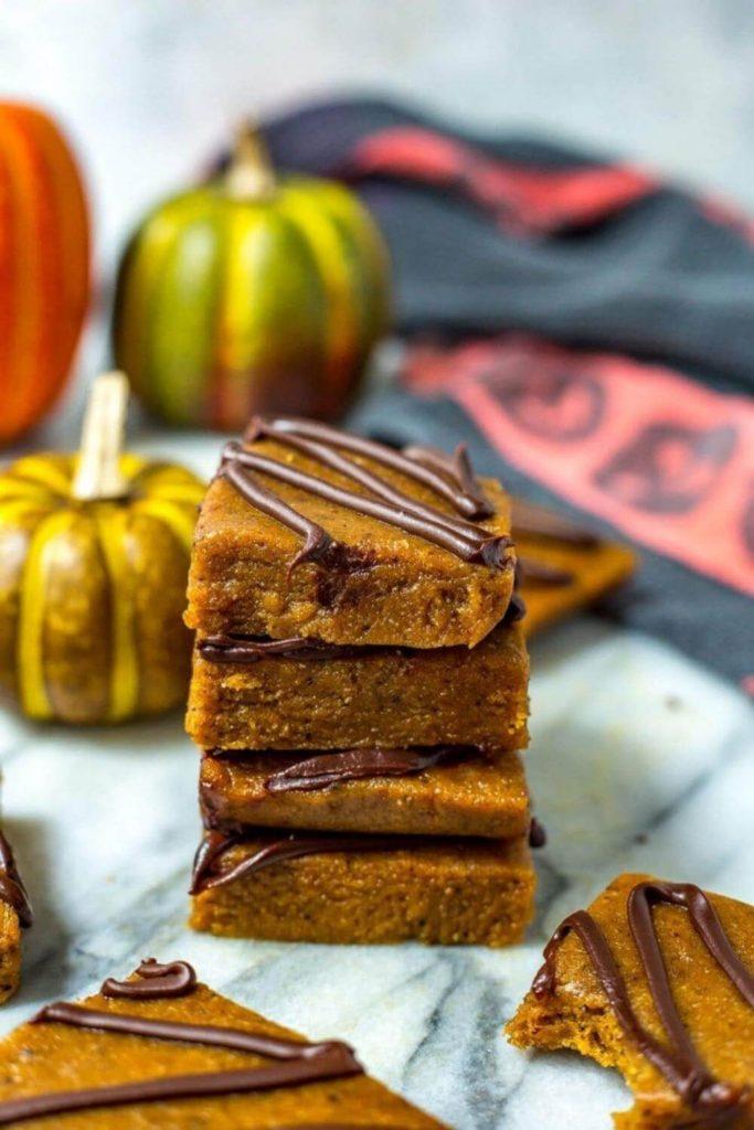 high protein snack recipes / pumpkin spice latte protein bars