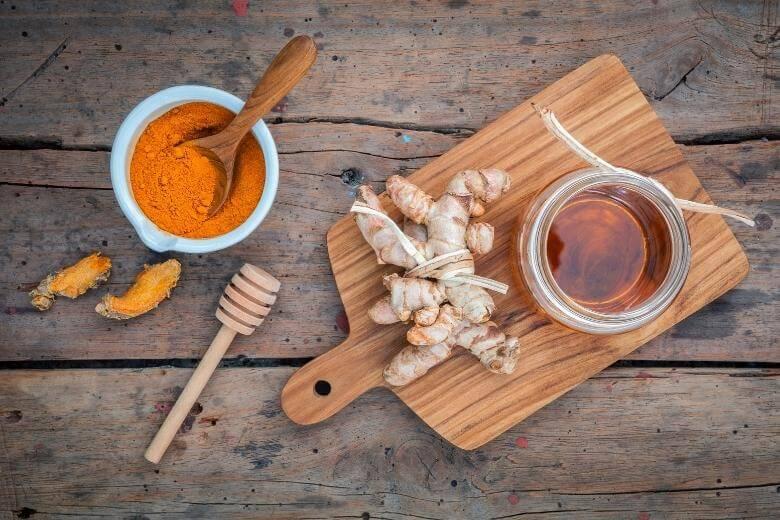 turmeric curcumin health benefits / honey and curcumin