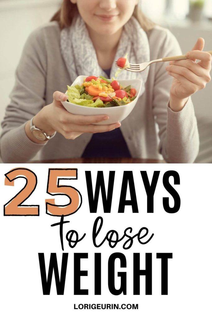 weight loss tips / woman eating salad